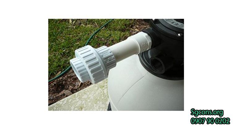 Lắp ống nước hồ bơi